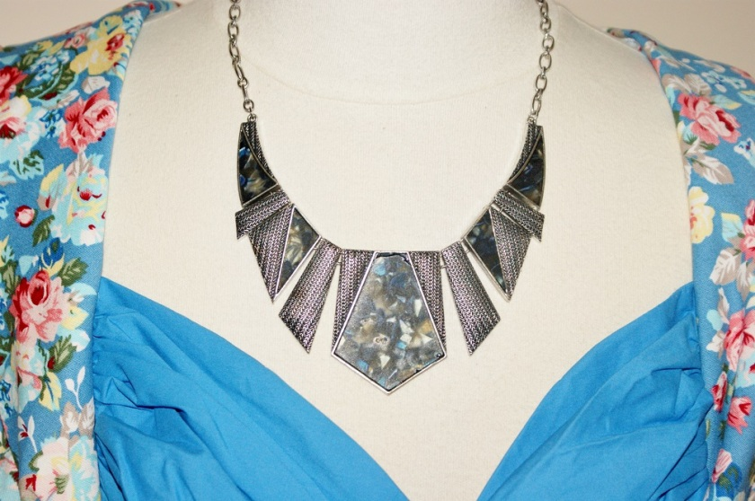 Vintage Style Statement Necklace from Trinze